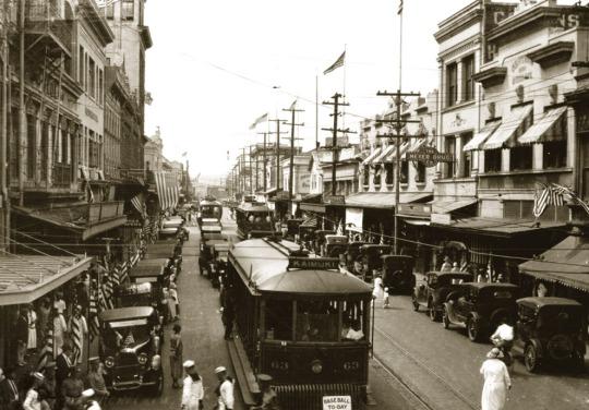 Honolulu historical trolly past