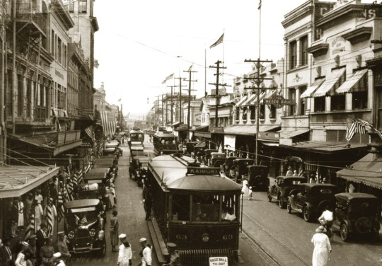 Honolulu historical trolly past