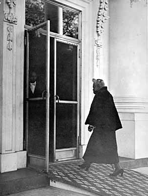 Mary McLeod Bethune enters the White House 1950