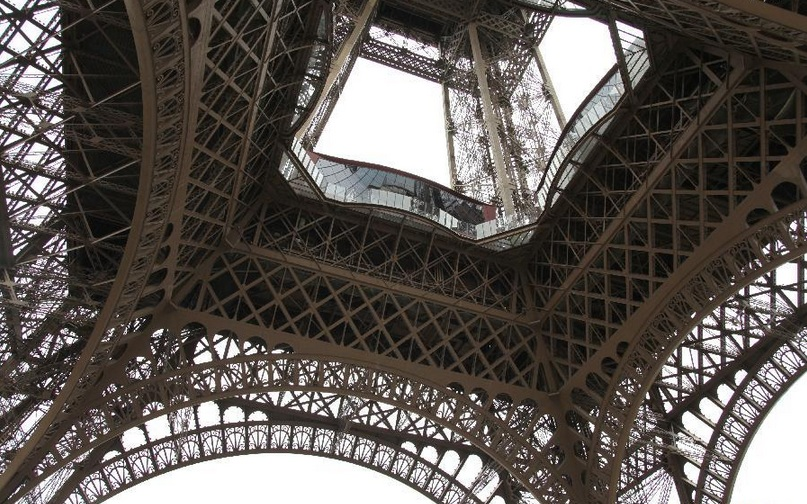 Paris eiffel tower gets glass floor for 125th anniversary for Floors of the eiffel tower