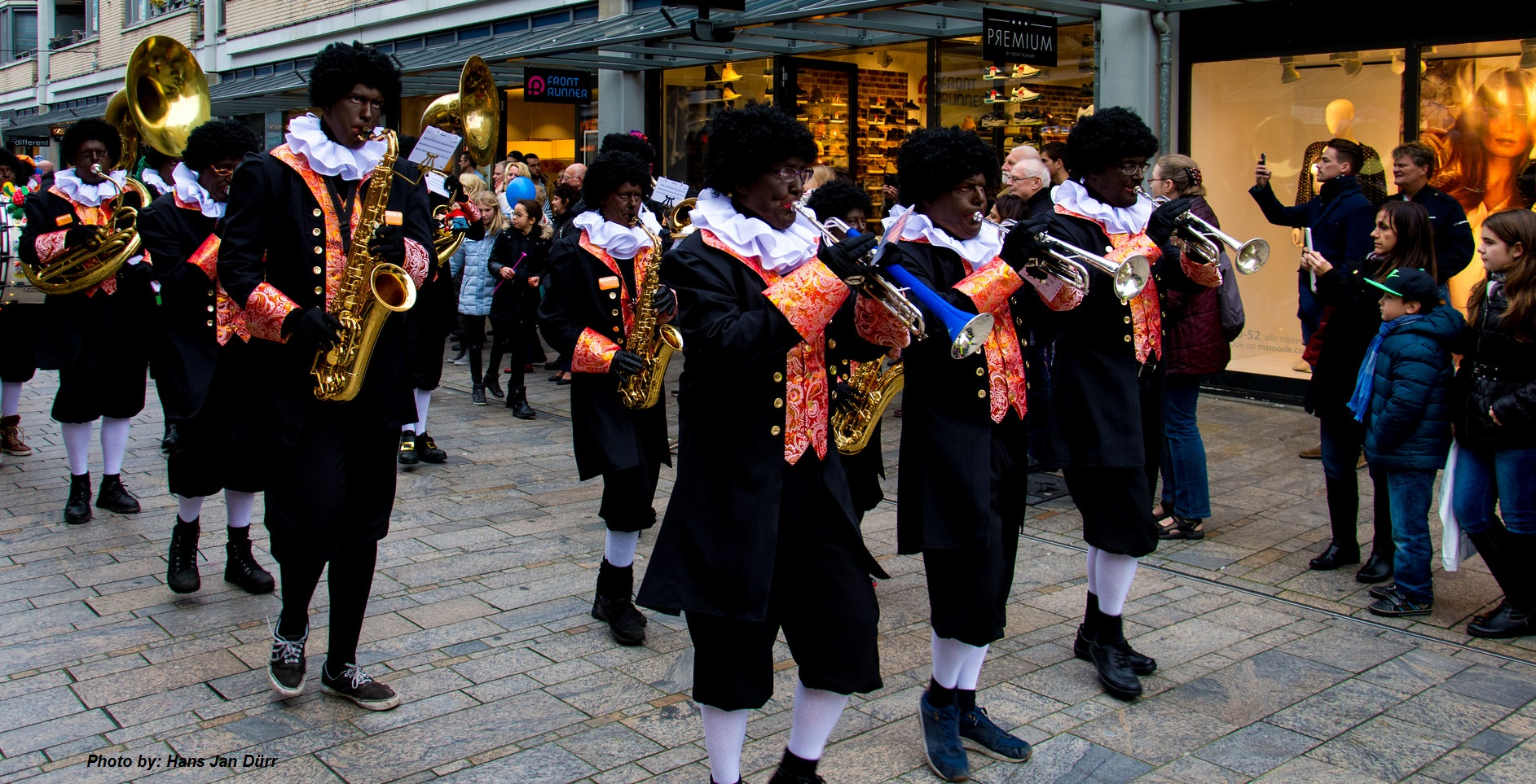 "Top Dutch society vows to keep ""Blackface"" Zwarte Piet – Sinterklaas &VU99"